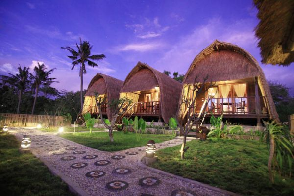 Sunset Coin Lembongan Resort <br/>€ 29.00 <br/> <a href='https://www.333travel.nl/travel/?tt=4015_1631756_241358_&r=https%3A%2F%2Fwww.333travel.nl%2Findonesie%2Fhotel%2Fsunset-coin-lembongan-resort' target='_blank'>Meer info</a>