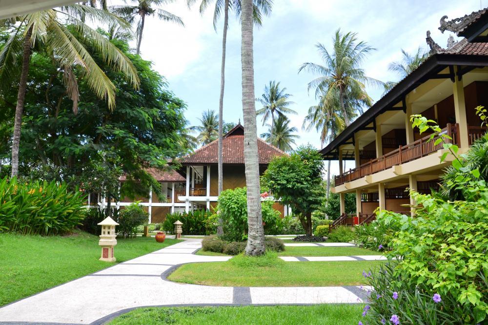 Kila Senggigi Beach Resort <br/>€ 45.00 <br/> <a href='https://www.333travel.nl/travel/?tt=4015_1631756_241358_&r=https%3A%2F%2Fwww.333travel.nl%2Findonesie%2Fhotel%2Fkila-senggigi-beach-resort' target='_blank'>Meer info</a>